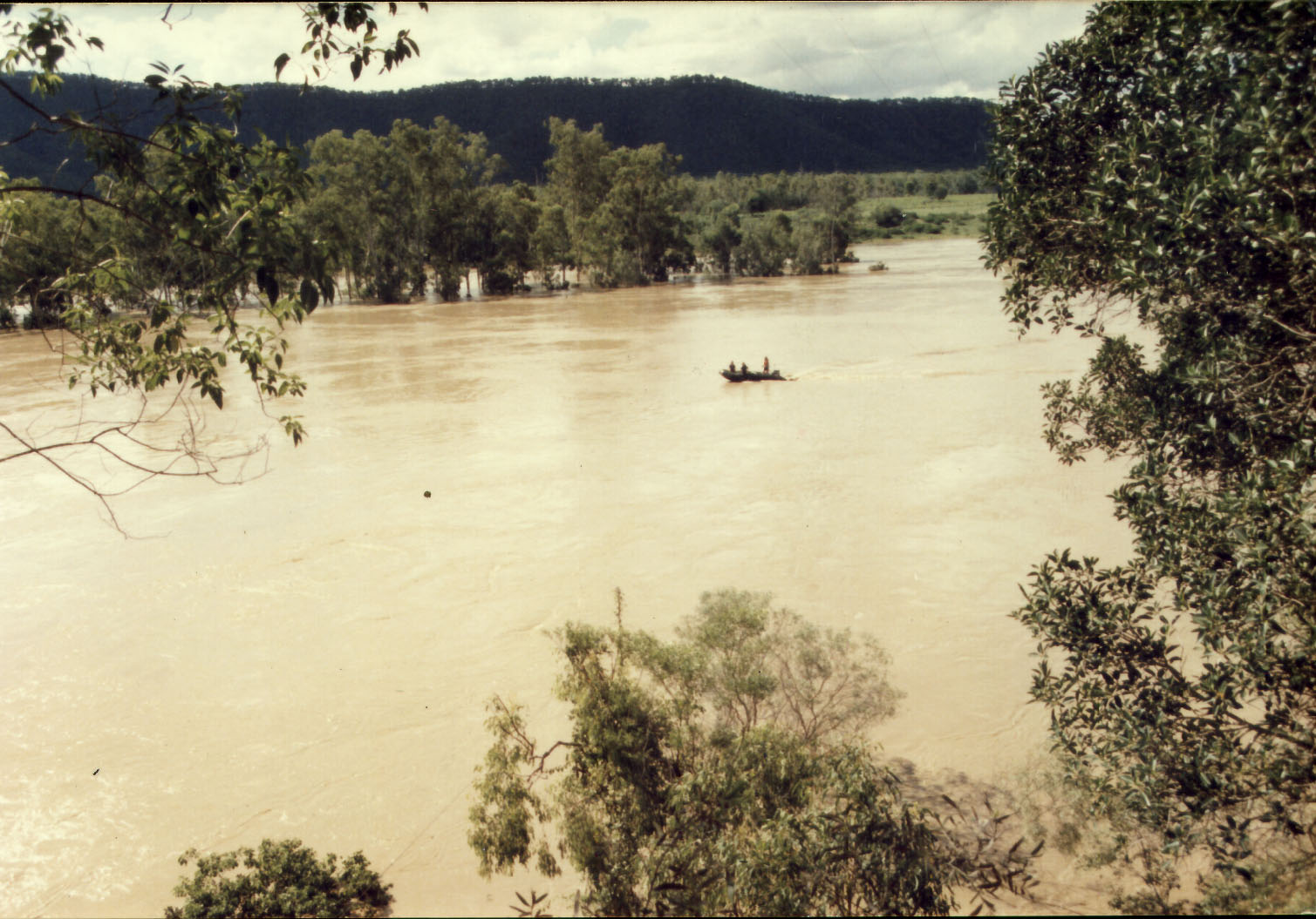 1988 zodiac boat flood gauging in midstream - discharge 9450 cumecs Photo by DNRM